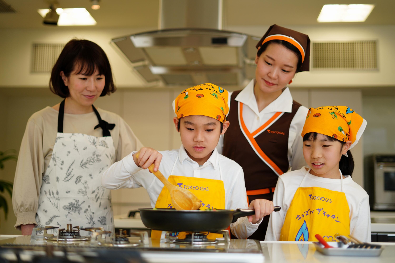 食品メーカー、調理機器メーカー